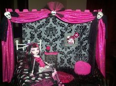 Monster High dollhouse..love everything about this