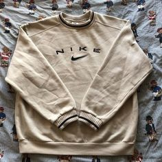Cute Lazy Outfits, Retro Outfits, Vintage Outfits, Vintage Nike Sweatshirt, Sweatshirt Outfit, Mode Outfits, Fashion Outfits, Nike Fashion, Mens Fashion