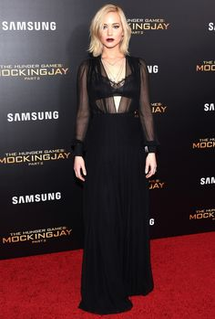 """#Jennifer_Lawrence stuns in black at """"The Hunger Games: Mockingjay Part 2"""" premiere on Wednesday in New York."""