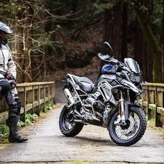 "2,853 mentions J'aime, 10 commentaires - BMW GS (@bmwgsfans) sur Instagram : ""BMW R1200GS #wunderlich . . . Credit: @themanwiththeplam #makelifearide #bmw #r1200gs #tour…"""