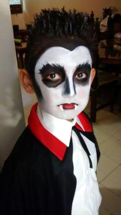 Make up patricia aldana Kids Vampire Makeup, Halloween Face Makeup, Make Up, Painting, Painting Art, Makeup, Paintings, Beauty Makeup, Painted Canvas