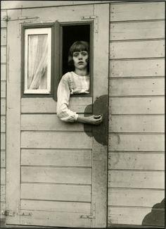 August Sander - Circus girl          German photographer of the thirties