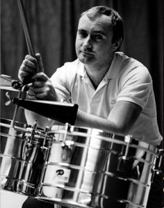 Phil Collins is an English musician, singer-songwriter, multi-instrumentalist… Phil Collins, 80s Music, Music Icon, Rock Music, Rock N Roll, Peter Gabriel, Beatles, Mundo Musical, Le Talent