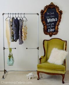 Easy, DIY Clothing Rack Made From Galvanized Pipes. This would be great for my new room since it doesn't have a closet :) Diy Clothes Rack Pipe, Salons Cosy, Galvanized Pipe, Diy Clothes Videos, Garment Racks, Rack Design, Diy Clothing, Clothing Storage, My New Room