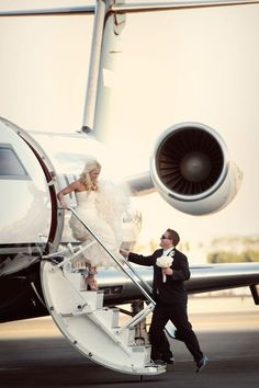 I'd love to just walk out of my private plane on my wedding day Perfect Wedding, Dream Wedding, Wedding Day, Wedding Shoot, Pilot Wedding, Summer Wedding, Wedding Events, Wedding Decor, Postcard Guestbook