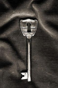 made by: Chema Madoz - (Keyhole and key in one) Under Lock And Key, Key Lock, Antique Keys, Vintage Keys, Conceptual Photography, Creative Photography, Conceptual Art, Photomontage, Garcia Alix