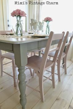 Vintage Kitchen Table and Chairs . Vintage Kitchen Table and Chairs . Refurbished Craisglist Kitchen Table with Annie Sloan Chalk Refinishing Kitchen Tables, Painted Kitchen Tables, Dining Room Chairs, Table And Chairs, Dining Rooms, Dining Tables, Dining Sets, Table Legs, Side Tables