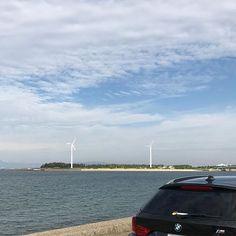 【umihito72】さんのInstagramをピンしています。 《おはようございます☀  休日の今日は海までドライブに 来ました😄  朝の空気が気持ちいいです  #イマソラ#海#知多市#新舞子#ドライブ#愛車バトン》: