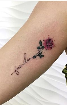 30 Tatuagens na parte superior do braço feminino - TopTatuagens Simplistic Tattoos, Elegant Tattoos, Beautiful Tattoos, Mini Tattoos, Body Art Tattoos, Small Tattoos, Tattoos Masculinas, Mommy Tattoos, Family Tattoos