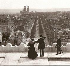 Vue depuis l'Arc de Triomphe en 1900 pendant l'exposition universelle (au loin à gauche, vue du Palais de Chaillot)