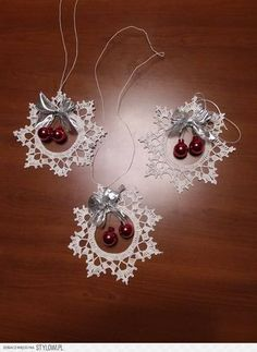 Best 10 Ela Klementowicz's 860 media content and analytics Crochet Christmas Wreath, Crochet Christmas Decorations, Crochet Decoration, Crochet Ornaments, Holiday Crochet, Christmas Crafts For Gifts, Beaded Ornaments, Handmade Ornaments, Christmas Knitting