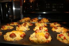 Easy Pizza Muffins / Perfect for fussy teenage / school kids lunch ideas! :) you can modify with nitrite free meats and an almond/spelt muffin. Lunch Snacks, Lunch Recipes, Cooking Recipes, Lunch Box, Lunch Time, Easy Snacks, Easy Cooking, Kids Lunch For School, School Lunches