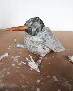 Amazing paper mache ideas 33 Trending Craft Ideas Using Paper Mache, Air Dry Clay, Colored Sand and Paper Mache Mask, Making Paper Mache, Paper Mache Sculpture, Bird Sculpture, Paper Mache Projects, Paper Mache Crafts, Art Projects, Paper Birds, Paper Flowers