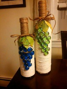 "Botellas decoradas ""Need free bottles? Call to arrange pick up."", ""decorated wine bottles-this is a broken link but I can see how it was made"", ""What Wine Bottle Corks, Glass Bottle Crafts, Diy Bottle, Twine Wine Bottles, Vodka Bottle, Bottle Lamps, Photo Bougie, Wine Craft, Wine Decor"