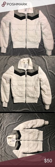 Women's white Winter Jacket White winter/snow jacket lightly used, size M very cute good condition. Jackets & Coats Puffers