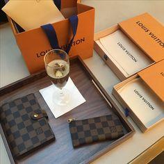 Louis Vuitton agenda pm and pochette clés served with Champagne et 101 Av. de Champs-Élysée in Paris; the Louis Vuitton flagship factory 🍾🥂 #louisvuitton #agendapm #louisvuittonparis #pochettecles