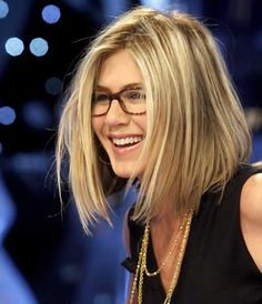 COLOR...THE WAY HER FRONT COLOR FRAMES HER FACE...20 Celebrity Bob Hairstyles | http://www.short-haircut.com/20-celebrity-bob-hairstyles.html