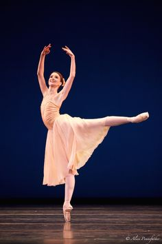 Lauren Cuthbertson in Tchaikovsky PdD. by Alice Pennefather.