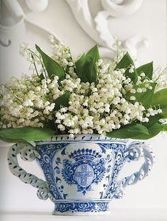 Carolyn Roehm blue and white centerpiece