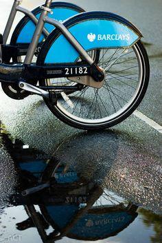 Barclays bike, wheel without screws.
