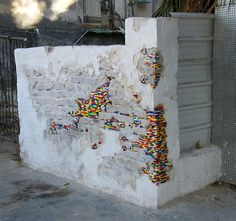 Lego Street Art Around The World. This Lego street art works in two ways: one, it makes the grey and boring street more colourful, all the while repairing the crumbling street brick walls. So it's basically a two-for-one Lego repair. Street Art Utopia, Street Graffiti, Lego Wall, Amazing Lego Creations, Graffiti Artwork, Guerilla Marketing, Kintsugi, Cool Lego, Awesome Lego