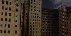 L'ospedale abbandonato e la strana luce che illumina una delle sue stanze. E' un panorama da brividi quello che si è presentato agli occhi di