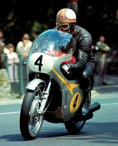Love that Avon Fairing. Motorcycle Racers, Retro Motorcycle, Old School Motorcycles, Triumph Motorcycles, Vintage Bikes, Vintage Motorcycles, Valentino Rossi, Grand Prix, Gp Moto