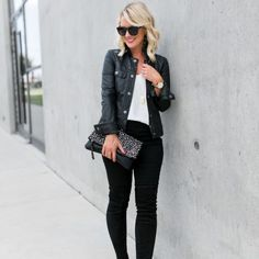 44 Awesome Black Jeans Winter Outfits Ideas Awesome Black Jeans Winter Outfits Awesome Black Jeans Winter Outfits IdeasEvery woman wants to have an outfit in their wardrobe t Office Fashion Women, Black Women Fashion, Womens Fashion For Work, Women's Summer Fashion, Urban Fashion, Autumn Fashion, Women's Fashion, Jeans Outfit Winter, Black Jeans Outfit