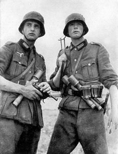 WEHRMACHT soldiers (army)