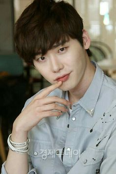 """Lee jong suk ❤❤ I love how in an interview they said he was handsome and he just said back """"I'm handsome?"""" And I'm just thinking your a model you know your hot - don't question it lol I love this man Lee Jong Suk Cute, Lee Jung Suk, Lee Joon, Asian Actors, Korean Actors, Lee Jong Suk Wallpaper, Park Bogum, Kang Chul, Park Seo Joon"""