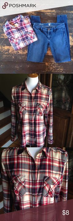Forever 21 long sleeve plaid button up Forever 21 long sleeve plaid button up.  Armpit to armpit 29, shoulder to hem 24. 100% Cotton. Size M Forever 21 Tops Button Down Shirts