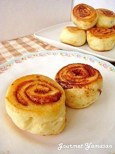 「HMとフライパンで作る♡もちもちシナモンロール」ホットケーキミックスとフライパンで手軽に作るシナモンロール。しかも発酵も必要なし♪シャリシャリした砂糖の食感とモチモチ生地が絶品