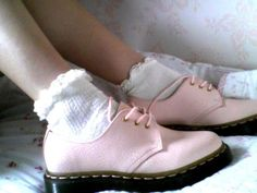 why are dm's so expensive [dr martens pastel pink frill socks pastel grunge] Neo Grunge, Soft Grunge, Pastel Grunge, Grunge Hair, Grunge Style, Sock Shoes, Shoe Boots, Shoe Bag, Dm Boots