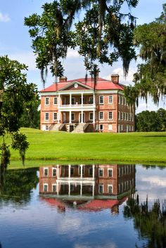 Located on the Ashley River near Charleston South CarolinaDrayton Hall. Located on the Ashley River near Charleston South Carolina Southern Plantation Homes, Southern Mansions, Southern Plantations, Southern Homes, Southern Belle, Plantation Houses, Southern Charm, Southern Living, Civil Rights