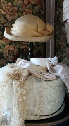 New shabby chic style fashion ana rosa Ideas Vintage Outfits, Vintage Fashion, Vintage Hats, Vintage Decor, Vintage Hat Boxes, Vintage Ideas, Shabby Vintage, Vintage Dresses, Vibeke Design