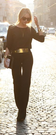 Now that, is a gorgeous outfit. how to accessorize a black jumpsuit