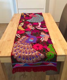 Ein persönlicher Favorit aus meinem Etsy-Shop https://www.etsy.com/de/listing/540537841/mexican-hand-embroidered-table-runner