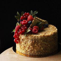 38 classic fruit birthday cakes, let's take a look! - Page 4 of 38 - slleee Köstliche Desserts, Delicious Desserts, Beautiful Cakes, Amazing Cakes, Formation Patisserie, Fruit Cake Design, Fruit Birthday Cake, Ice Cake, Birthday Cake Decorating