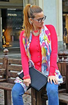 E' tempo di viaggi per la fashion blogger Elisabetta Bertolini che per impreziosire il suo look ha scelto una collana di perle Luca Barra Gioielli. Il suo outfit postato su MODAfashion di Elisabetta Bertolini. #fashionblogger #blogdimoda #look #outfit #viaggio #collana #lucabarra #elisabettabertolini
