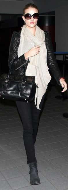 Rosie Huintington Whiteley in a wrap scarf + all black look. Always love her style. #streetstyle ~