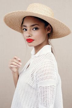 Straw hat + red lip