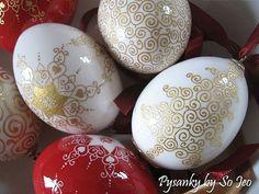 Google Image Result for http://www.ebsqart.com/Art/Other-Works/Blown-Chicken-Egg-Shells/671183/650/650/Etched-amp-23k-Gilded-Christmas-Eggs.jpg