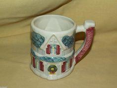 CLAIRE BURKE MUG CHRISTMAS HOLIDAY FIGURAL WREATH HOUSE HOME COFFEE TEA CUP USED