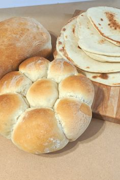 This vegan bread machine dough recipe allows you versatility and time. You can get great tasting breads with only a few minutes work on your part. Vegan Bread Machine Recipe, Best Bread Machine, Bread Machine Recipes, Types Of Bread, Recipe For 4, Bread Rolls, Dough Recipe, How To Make Bread, Vegetarian Recipes