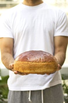 This Greek ceremonial bread called Artos is usually brought to church as an offering. Its slightly sweet and very aromatic great for breakfast or snack. Lunch Recipes, Crockpot Recipes, Salad Recipes, Dessert Recipes, Breakfast Bake, Breakfast Recipes, Greek Bread, Cooking Jasmine Rice, Tasty Bread Recipe