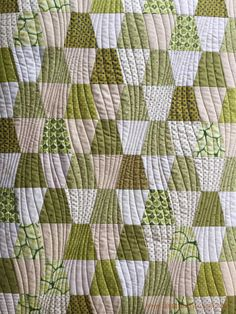 'Modern Curves' by Anita Shackelford - Green Tumbler Quilt