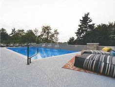 Want a cool decking that does not burn your bare feet? Then a spray knockdown finish is perfect for your pool deck. CALL (281) 407-0779 for more info  #homeimprovement #outdoorideas #backyard #poolideas #homedecor #swimming