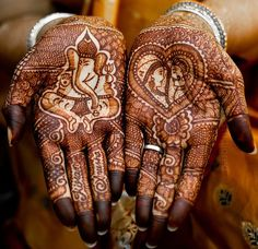"""Love this Mehndi. Mental note for """"one day."""""""