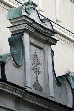 Relikwiarz I. Wizerunek relikwiarza drzewa krzyża św. nad wejściem do Bazyliki św. Stanisława w Lublinie, fot. Piotr Szymczyk #dominikanie #konkurs #4poryroku #lublin