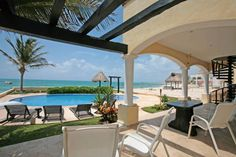 The best vacation information about beachfront paradise Puerto Morelos, the gate to the Riviera Maya, near Cancun